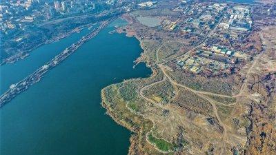 Върху този терен ще бъде изградена новата зона. Снимка Община Бургас