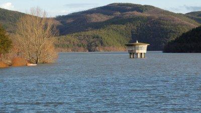 В момента в язовира има 160 млн. куб.м вода, което на практика е над 65% от общия му обем