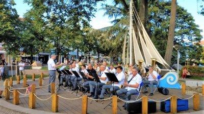 Началният час на концерта е 18.00 до Часовника. Снимка Община Бургас