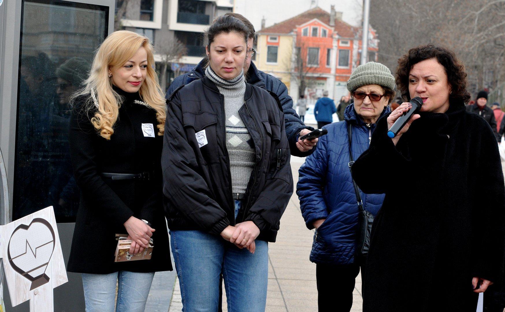 Депутатът Ивелина Василева (вдясно) събра най-много номинации. Снимка Архив Черноморие-бг