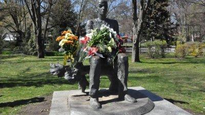 Конкурсът е на името на Христо Фотев, чийто паметник се издига в Морската градина на Бургас. Снимка Архив Черноморие-бг