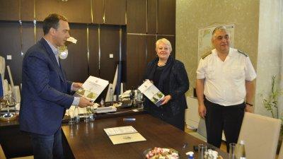 Договорът бе подписан в кабинета на кмета на Бургас Димитър Николов. Снимки Община Бургас