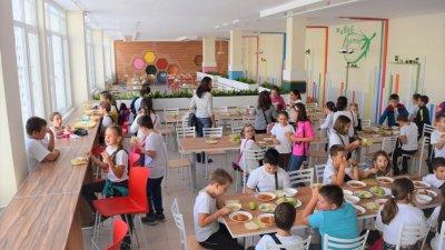2000 ученици учат в школата, за чиито столове не се намериха кандидати. Синмка Архив Община Бургас