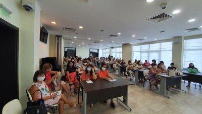 Медицинските сестри взеха участие в работна среща, на която бяха представени профилактичните програми. Снимка Община Бургас