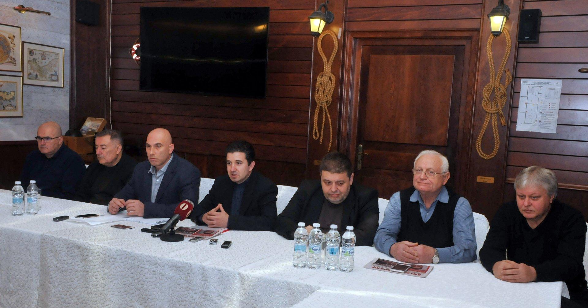 Депутати, съветници и местните лидери на БСП - Бургас се срещнаха в журналисти в началото на политическия сезон