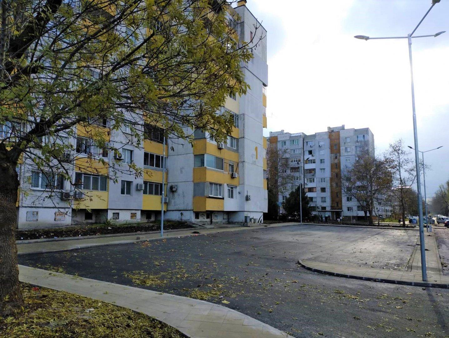Пространството около блока е оформени за паркиране на 50 возила. Снимки Община Бургас