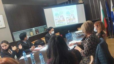 На срещата бяха обсъдени начините на преподаване. Снимка Община Бургас