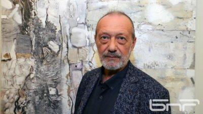 Изложбата на проф. Димитър Чолаков е първата, която ще бъде открита в галерията след извънредното положение. Снимка Ани Петрова