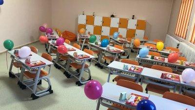 Изцяло обновени са класните стаи на първокласниците. Снимка Община Бургас