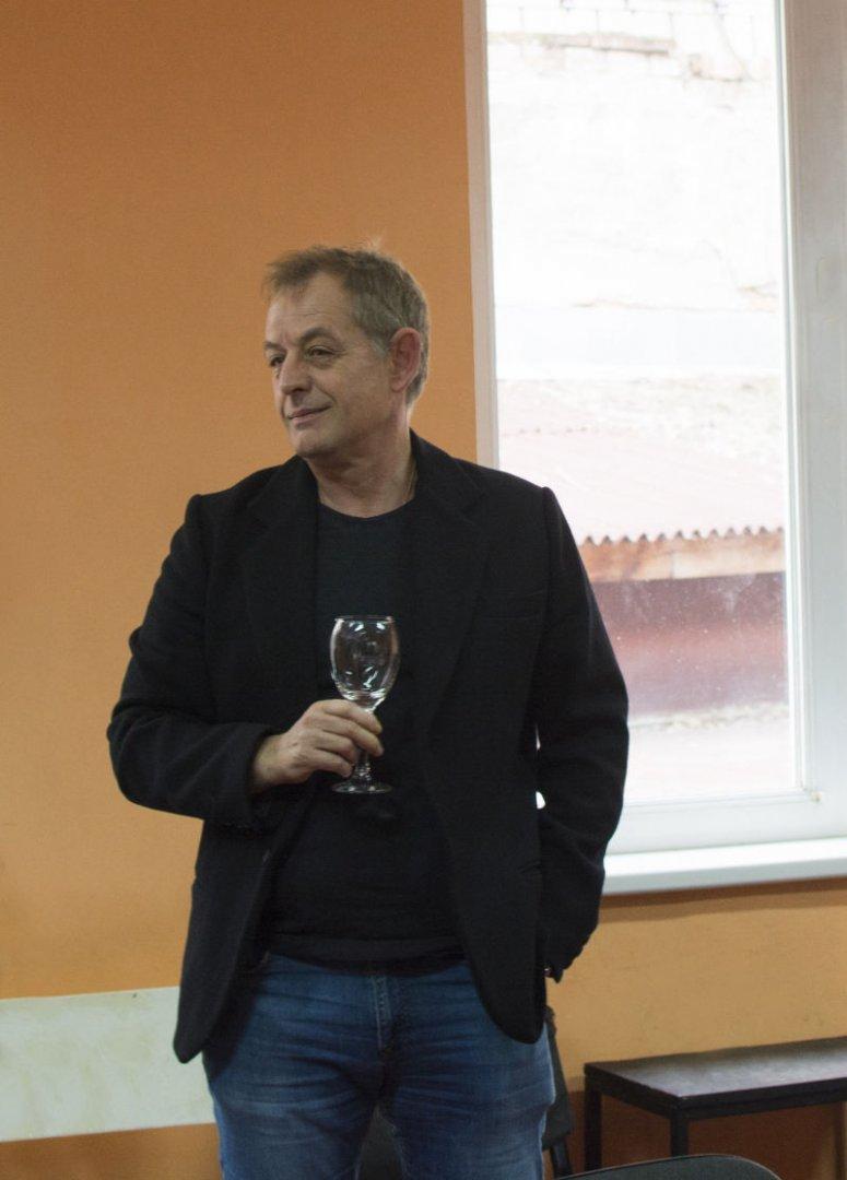 Михаил Билалов е превел текста на пиесата и участа в спектакъла