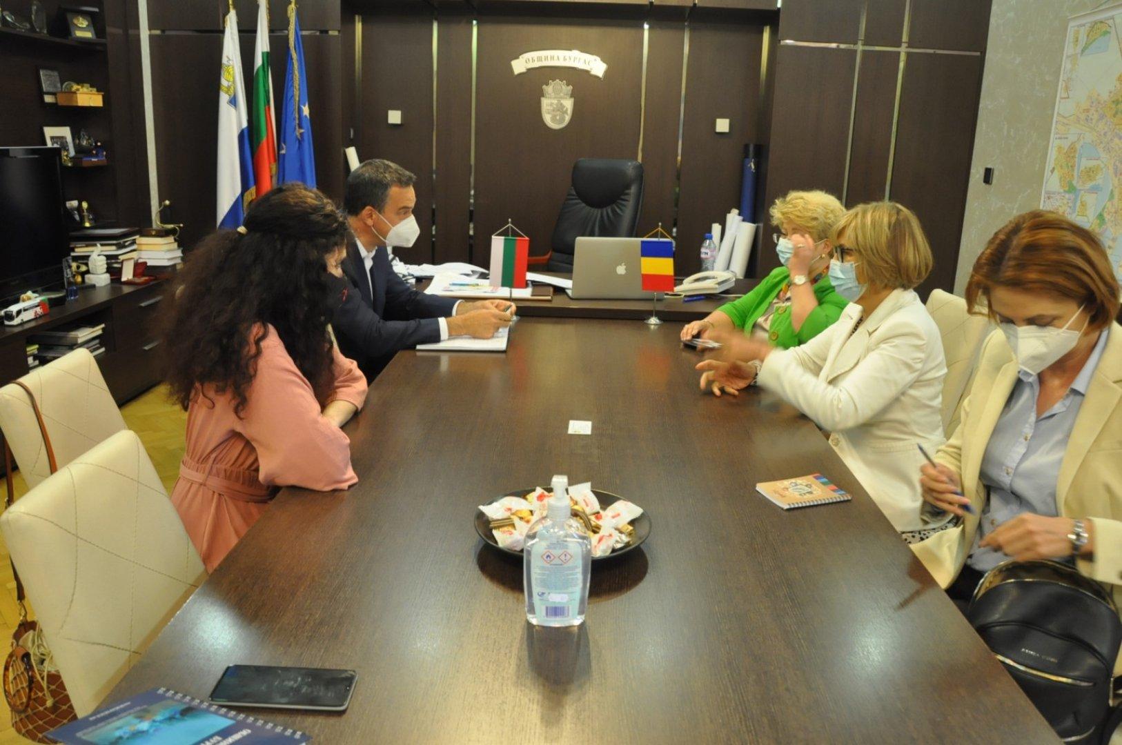 Това бе първото посещение на румънския посланик в Бургас. Снимки Община Бургас