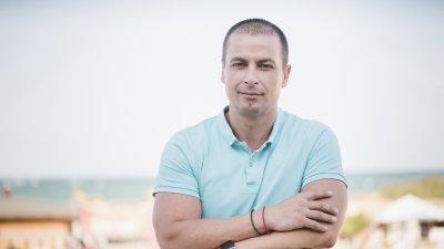 Все повече се затвърждава позицията ми, че Община Бургас губи от липсата на маркетингов отдел, каза Табаков