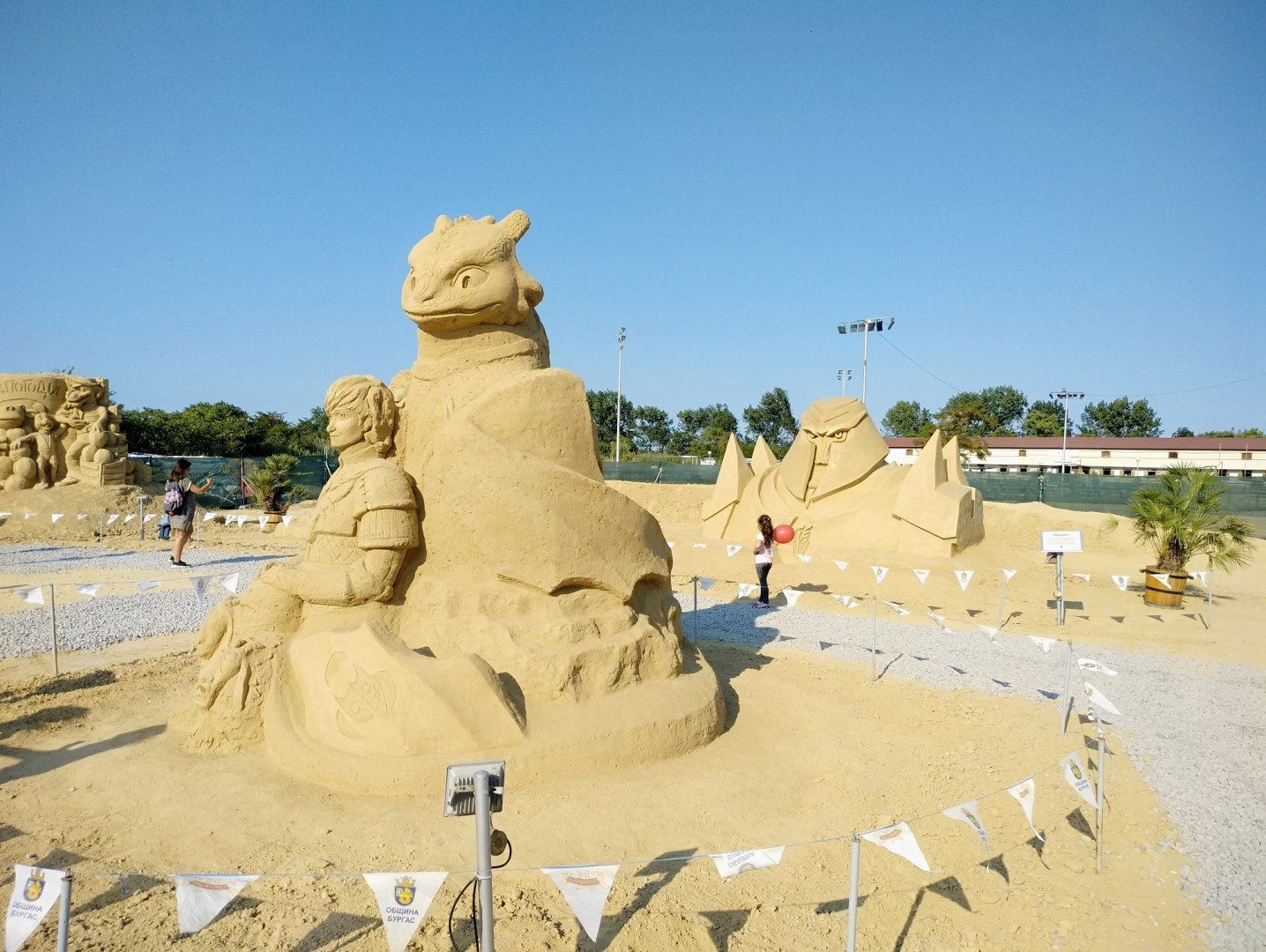 12 са творбите от пясък на тазгодишното издание на фестивала. Снимки Община Бургас