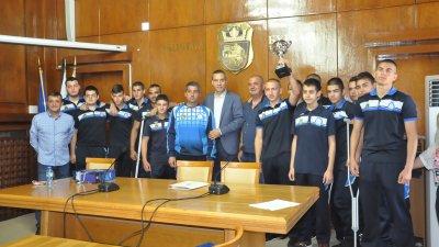 Кметът на Бургас посрещна тима шампион. Снимка Община Бургас