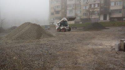 При новите паркоместа вече има изградено улично осветление. Снимки Община Бургас