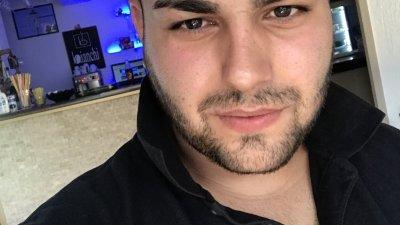 Гюхан Мехмед е на 23 години и на снимката е преди да се разболее и влезе в болница