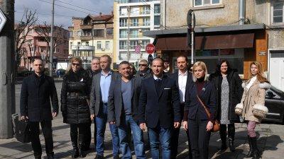 В нашата листа са хора, които олицетворяват протестите и експерти, каза Живко Табаков (на преден план в средата)