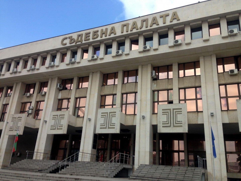Според Бургаският районен съд от събраните по делото доказателства може да се направи обосновано предположение, че обвиняемият е извършител на предявеното му престъпление