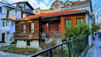 Красивата сграда се намира на улица Георги Шагунов в центъра на града. Снимка Татяна Байкушева