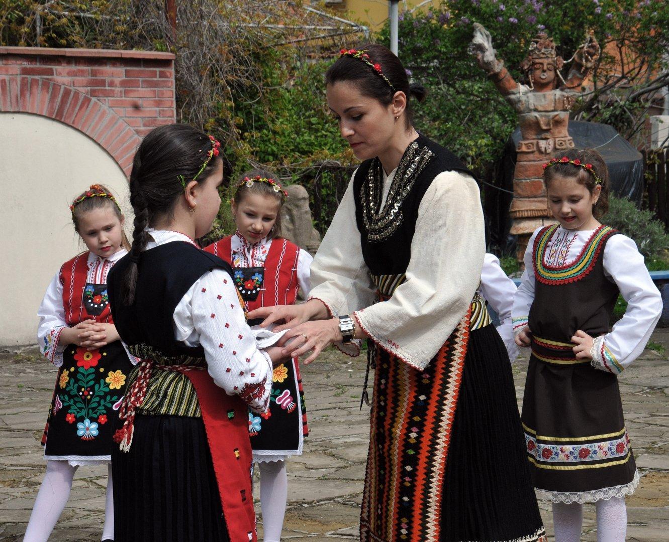 В двора на Етнографската експозиция в Бургас бе пресъздаден обичая лазаруване ден преди празника. Снимка Архив Черноморие-бг