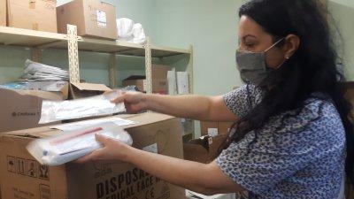6000 хирургични маски за еднократна употреба са дарени на бургаската болница от китайската общност. Снимка УМБАЛ - Бургас