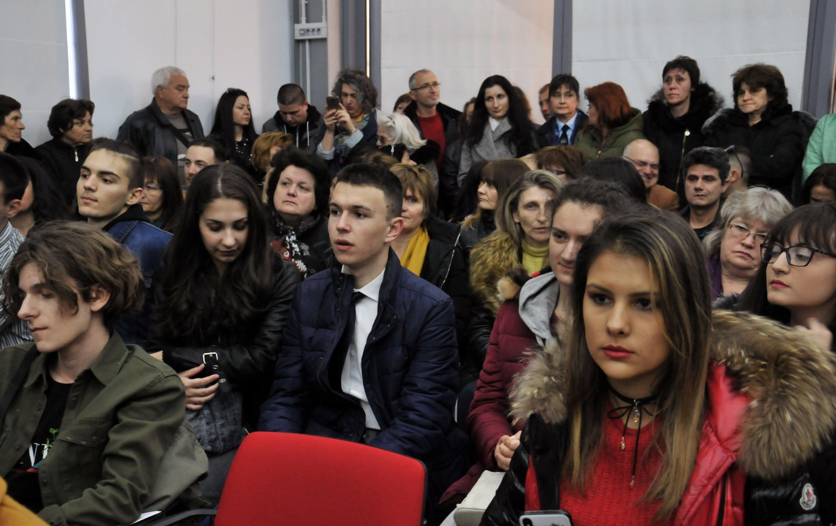 В последния кръг участват ученици от 26 области на страната. Снимки Тодор Ставрев