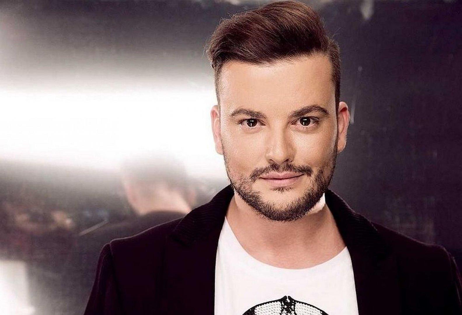Стефан Илчев умело имитира певицата Мария Илиева, с която сега ще пее в дует