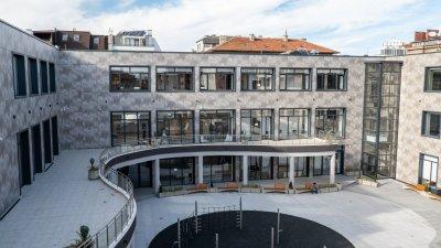 Новата сграда на библиотеката ще посреща от днес читателите. Снимки Община Бургас