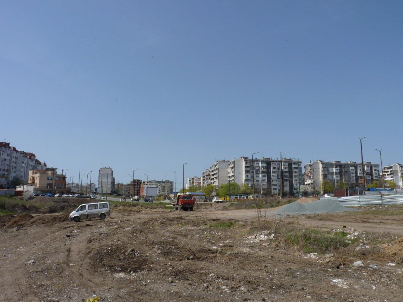 Общият терен е с площ от 16 дка. Паркът ще бъде върху площ от 4 дка. Снимка и визуализации Община Бургас
