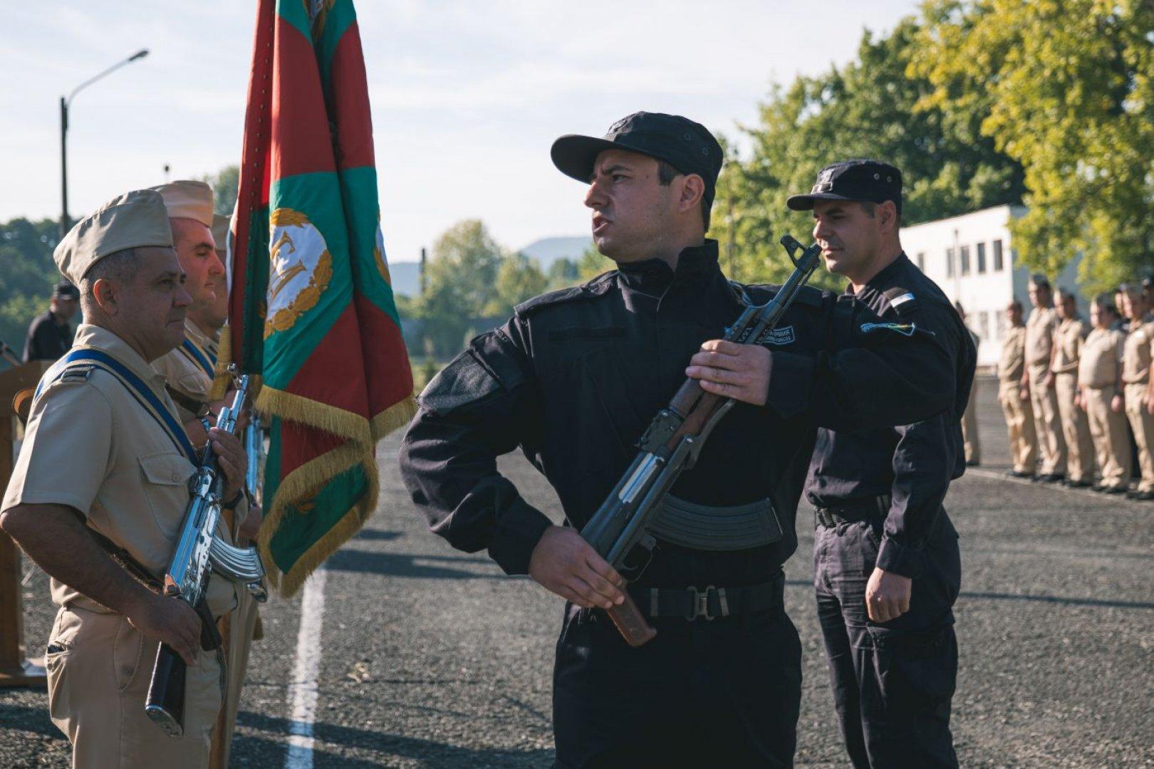 Младите матроси официално станаха част от екипажа на Военноморските сили на Република България. Снимки ВМС