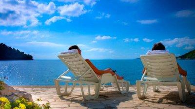 За значителна част от жителите на региона почивката си остава лукс