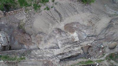 Крепостната стена е трасирана по скалния венец на вулканичния хълм. Снимки РИМ - Бургас