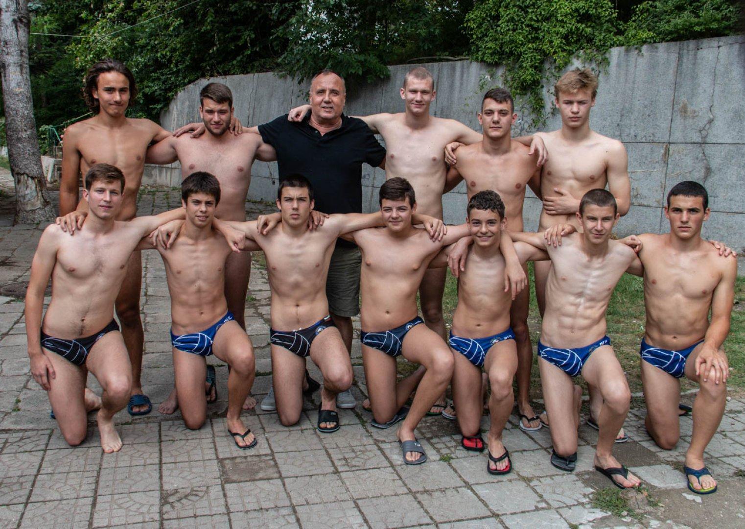 Това е втори комплект медали за бургаския клуб