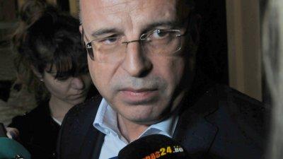 В документите името на Манолев не фигурира, заяви министър Порожанов. Снимка Тодор Ставрев