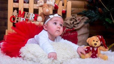 За Ема, която е на пет месеца, това е първата празнична фотосесия