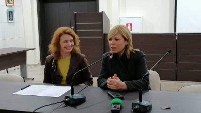 Срещата бе открита от знам.-кметът по култура в Община Бургас Диана Саватева (вдясно). Снимки Лина Главинова