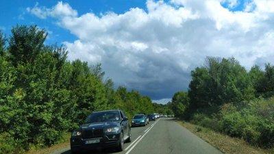 Трафикът през приморските села е засилен