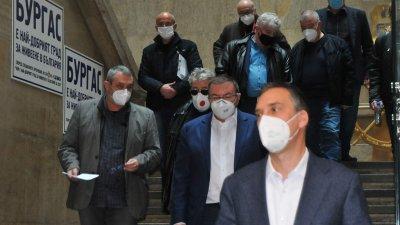Затягане на мерките в Бургаско ще има, каза д-р Паздеров след среща с министъра на здравеопазването Костадин Ангелов. Снимка Черноморие-бг