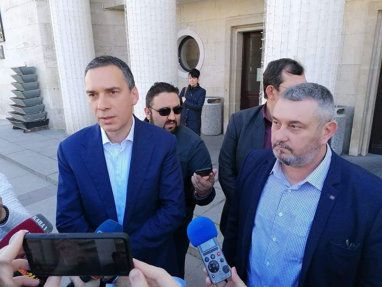 Да бъдем дисциплинирани, призова кметът на Бургас Димитър Николов (вляво). Снимка Лина Главинова