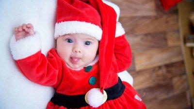 Симона е на 3 месеца и това е първата й Коледа