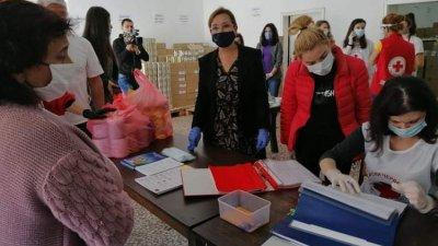 Зам.-министър Русинова (в средата) даде старт на кампанията в Бургас. Снимки Черноморие-бг
