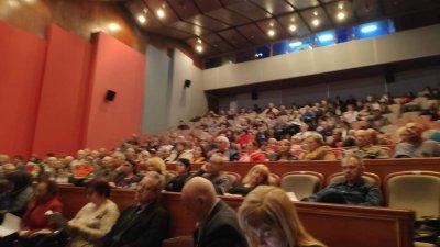 230 са делегатите на конференцията, което тече в тееатъра. Снимки Черноморие-бг