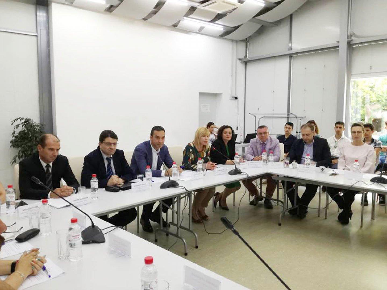 Депутати и представители на различни институции поискаха нови мерки срещу разпространението на наркотиците