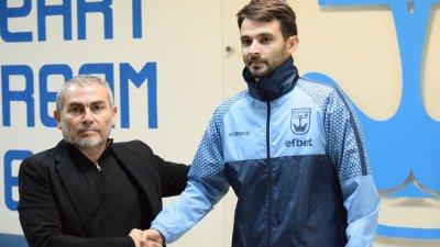 Новите попълнения подписаха договори с тима. Снимки ФК Созопол