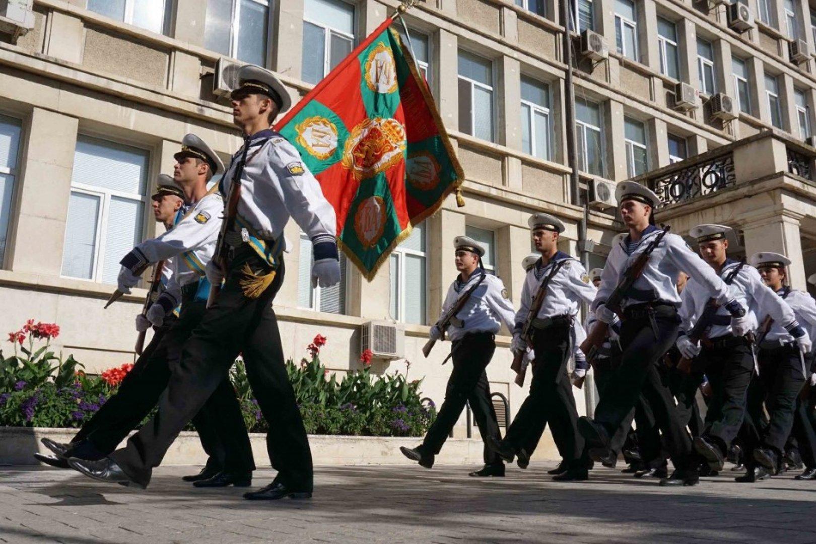 В 09.30 часа на площад Независимост започва тържествено честване на 113-та годишнина от обявяването на Независимостта на България