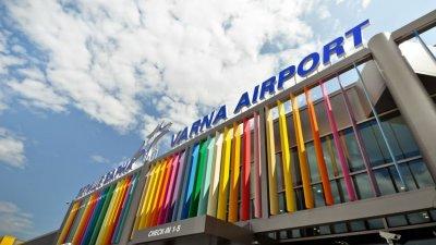 Първите туристи вече кацнаха на летището във Варна