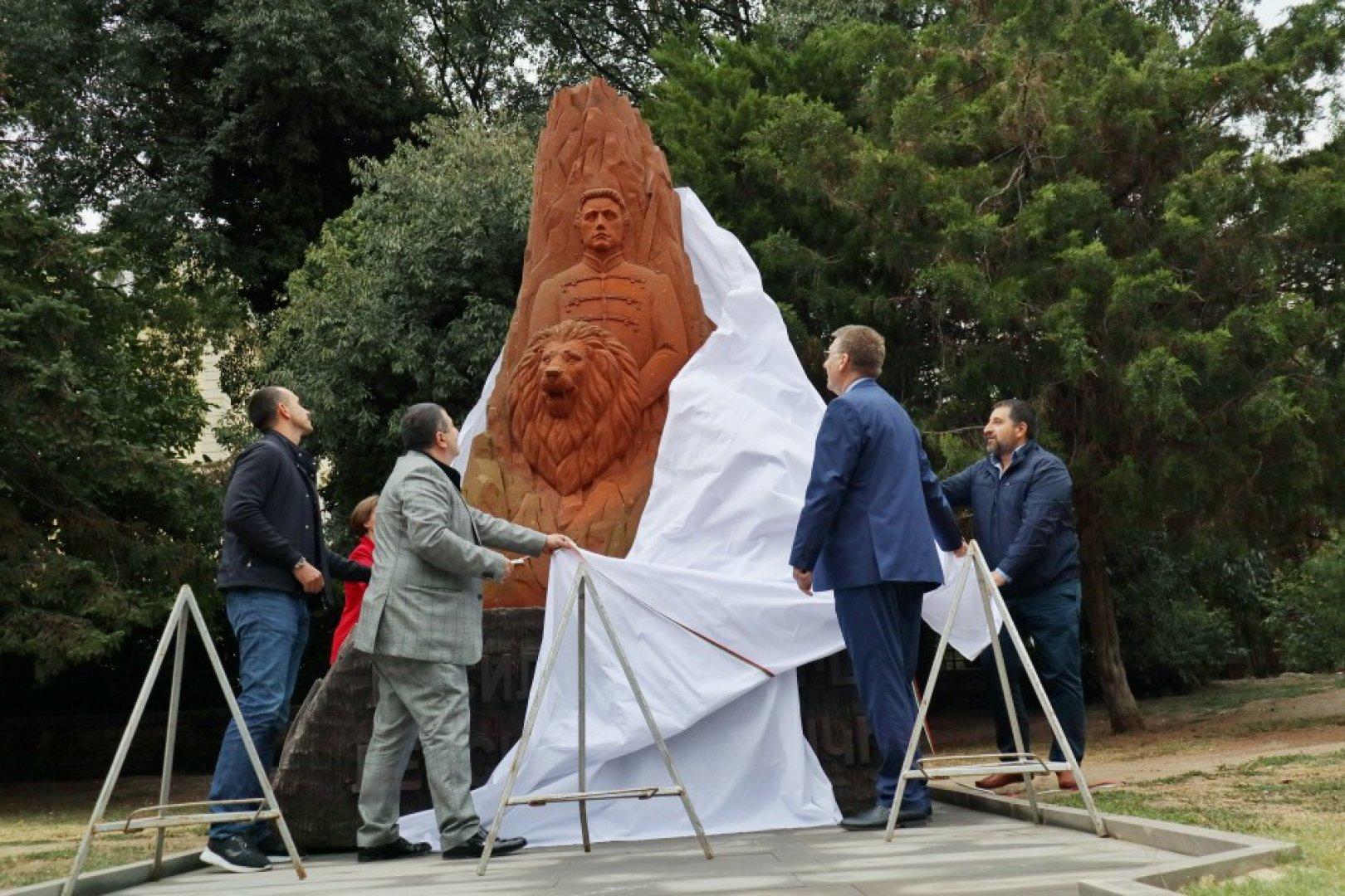 Композицията e дело на именития арменски скулптор Артак Амбарцумян. Снимки Община Варна