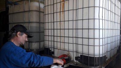 Спиртът се раздава от служители на администрацията. Снимка Община Варна