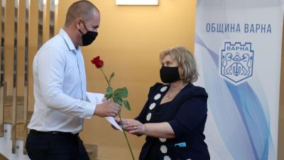 Наградите бяха връчени в навечерието на Деня на народните будители. Снимки Община Варна