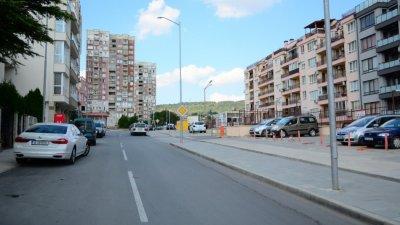 Предстои стесняване на уличното платно в неремонтирания участък на улицата. Снимка Община Варна